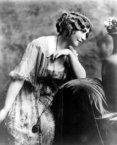America's first woman filmmaker,  Lois Weber (1881 1939)  began her career as an actress; in 1913 she began directing films ; by 1916, in Universal,  she was one of the highest paid directors in the world. In 1917 she formed her own production company.