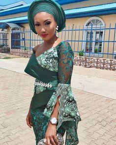 💚 - Don't be green with envy. African Attire, African Fashion Dresses, Ankara Fashion, Nigerian Traditional Wedding, African Traditional Dresses, African Beauty, African Women, African Style, African Blouses