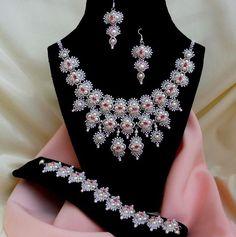 Marika Nagyné - Menyasszonyi Hindia szett (pattern by Heather Collin - http://www.etsy.com/listing/94302877/right-angle-weave-bollywood-necklace?ref=shop_home_active)