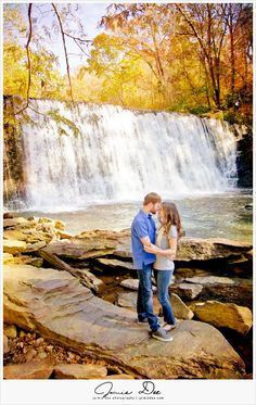 What to wear to an engagement session. Top 6 Tips for Casual engagement session outfit. Unique Engagement Photos, Engagement Photo Outfits, Fall Engagement, Engagement Couple, Engagement Session, Cool Pictures Of Nature, Beautiful Pictures, Anniversary Pictures, Roswell Mill