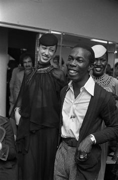 Pat Cleveland with designer Scott Barrie after his Spring 1974 show. Grace Jones is in the background. Scott Barrie was a Florida-born designer who was known for his sexy matte jersey dresses. 1960s Fashion, Vintage Fashion, Men Fashion, Black Fashion Designers, Black Designers, Vintage Black Glamour, Vintage Style, English Style, International Fashion