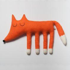 muñecos de tela hechos en lana de Sara Carr