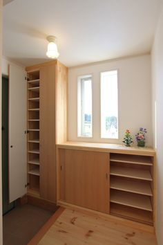 Japanese Door, Japanese House, Door Entry, Entrance, Modern Japanese Interior, Entryway Shoe Storage, Cool Dorm Rooms, Natural Interior, Inspired Homes