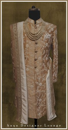 Trendy indian wedding dress traditional for groom ideas Wedding Outfits For Groom, Groom Wedding Dress, Desi Wedding Dresses, Indian Wedding Outfits, Bridal Outfits, Wedding Wear, Sherwani Groom, Wedding Sherwani, Mens Traditional Wear