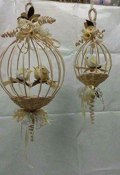 Декоративні клітки з газетних трубочок: ідеї для творчості   Ідеї декору Burlap Crafts, Diy And Crafts, Arts And Crafts, Newspaper Basket, Newspaper Crafts, Willow Weaving, Basket Weaving, Paper Weaving, Bird Cages