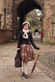 fannyrosie:  Day 9, in front of Nottingham Castle