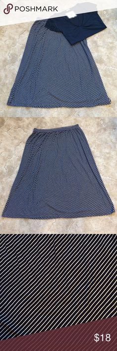 Navy & White Striped  Knit Skirt This is a comfy midi skirt by Coldwater Creek. Features a thin navy & white stripe fabric with an elastic waistband. Size M. Excellent condition! Coldwater Creek Skirts Midi
