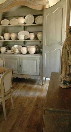 Antique Furniture and Accessories, via Chateau Domingue