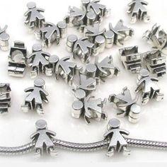 CHARM DE MENINO - Pingente em forma de menino. Compatível com pulseiras Parise Joias, Pandora, Vivara, Monte Carlo e Swarovski. Tamanho: 1,3cm x 1cm. Espaço para passagem da pulseira: 0,5cm. Pode também ser usado em corrente ou pulseira malha rabo de rato. Só R$ 10,00!!
