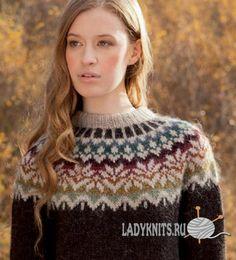 Красивый вязаный спицами свитер с кокеткой из норвежских узоров
