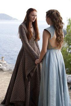 Figurino de Sansa Stark, personagem da atriz Sophie Turner em Game of Thrones. Game Of Thrones Dress, Got Game Of Thrones, Game Of Thrones Clothing, Sansa Stark Costume, Margaery Tyrell, Sansa And Margaery, Game Of Trone, Game Costumes, Skirts
