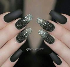 Liebe eine gute Matte Black Manicure Nail Design, Nail Art, Nagelstudio – Nageldesign, You can collect images you discovered organize them, add your own ideas to your collections and share with other people. Black Nails With Glitter, Matte Black Nails, Silver Nails, Black Manicure, Matte Gel, Pink Glitter, Glitter Art, Dark Green Nails, Glitter Toms