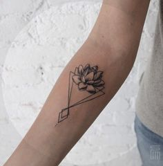 By Dasha_sumtattoo #lotus#geometric#tattoo