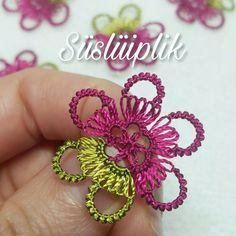 yazma ve havlular için şirin bir iğne oyası çiçek modeli Tatting Jewelry, Tatting Lace, Crochet Unique, Needle Lace, Lace Making, Baby Knitting, Free Food, Crochet Earrings, Pure Products