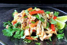 Nyt WOKATAAN! Helppo kana-nuudeliwokin resepti tarjoaa terveellistä arjen pikaruokaa kiireisimmällekin emännälle tai isännälle. Esivalmistele kerralla puolen viikon ainekset aina wokkikastiketta my… Japchae, Cabbage, Vegetables, Ethnic Recipes, Koti, Waiting, Diy, Do It Yourself, Bricolage