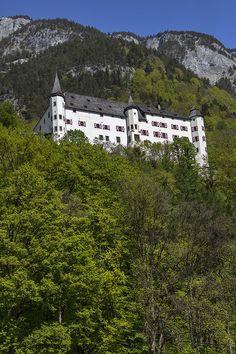 Schloss Tratzberg in Tirol. Foto von Felix Richter. Medium Art, Mountains, Mansions, House Styles, Nature, Travel, Photos, Spain, Viajes