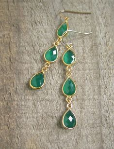 A trio of lush green agate gems swing and sway from 14K gold fill earwires to create these beautiful earrings.