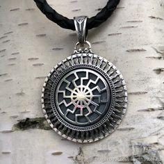 Black Sun Tree of Genus Pendant. Bordados Viking, Jewelry Art, Antique Jewelry, Mens Gadgets, Sterling Silver Cross Pendant, Spiritual Jewelry, Viking Jewelry, Silver Accessories, Men Necklace