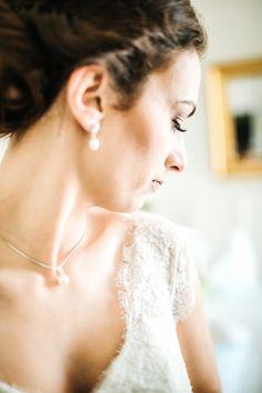 @larissasydekumphotography // getting ready // Brautvorbereitung // Brautschmuck // hochzeit // Larissa Sydekum Photography Diamond Earrings, Wedding Dresses, Fashion, Wedding, Bride Dresses, Moda, Bridal Gowns, Fashion Styles, Weeding Dresses