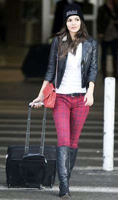 Victoria Justice Jeans | Victoria Justice gave the paparazzi a friendly wave after arriving ...