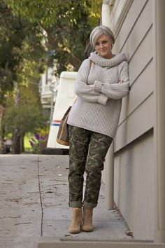 Casual chic outfits, fall outfits, camo pants outfit, fashion over 60 f Fashion For Women Over 40, 50 Fashion, Look Fashion, Trendy Fashion, Fashion Outfits, Fashion Trends, Fashion Stores, Clothes For Women Over 50, Fashion Online