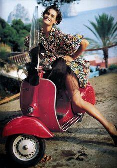 Trend Ideas Scooters Hot Girls for Photography - Vespa Girls & Pinups - Motorrad Piaggio Vespa, Lambretta Scooter, Scooter Motorcycle, Vespa Scooters, Vespa Girl, Scooter Girl, Motos Vespa, Scooter Custom, Vintage Vespa