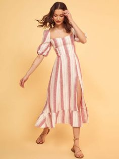 We think linen is kind of a big deal. This is a midi length dress with a slight sweetheart neckline, short sleeves and a side slit. Flower Dresses, Modest Dresses, Casual Dresses, Short Dresses, Ruffled Dresses, Modest Clothing, Modest Fashion, Fashion Dresses, Oufits Casual