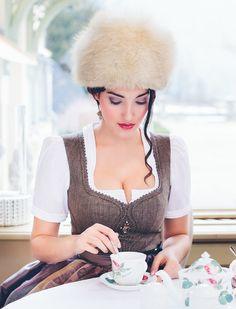 Dirndl Peuerbach Bluse Magda Sportalm Herbst/Winter 16/17 @trachtenbibel folgen und Trends entdecken!