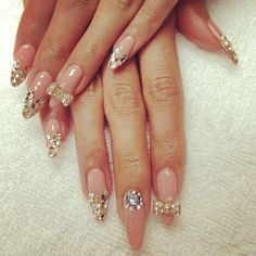 Nails, Nail Art, Nail Design, esNAIL, Stiletto Nails, Long Nails, Almond Nails, Rhinestones, Nude, Gold, Bows,
