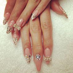 Nails, Nail Art, Nail Design, esNAIL, Stiletto Nails, Long Nails, Almond Nails, Rhinestones, Nude, Gold, Bows,