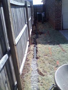 A French Drain that will keep standing water away! A French Drain that will keep standing water away Backyard Drainage, Backyard Patio, Backyard Landscaping, French Drain Installation, Sprinkler Installation, Drainage Solutions, Water Solutions, Drainage Ideas, Manualidades