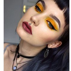 One more close up on the super yellow look i did the other day, supermegasharp and MATTE eyeliner from #nyx 🐱 my mami is here in Berlin for a visit so will show you som new things tomorrow - got so good stuff at home now!! 😻✨ #inglot  #anastasiabrows #melt #meltradioactive #kvdlook #lolita #nyx #matteeyeliner