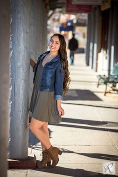 urban and downtown senior pictures // cute dress and denim jacket