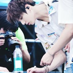 OH MY GOODNESS HIS ARM VEINS  honestly There are only two times that I want to be with him... Now and Forever. ____________________ [HQ] 160721 BTS @ BBQ Party || Cr. HeartTree  #JUNGKOOK #BTS