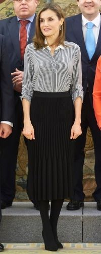 Queen Letizia of Spain receives Vianorte-Laguna Foundation members at the Zarzuela Palace on February 15, 2017 in Madrid, Spain. - Queen Letizia Attends Audiences at Zarzuela Palace