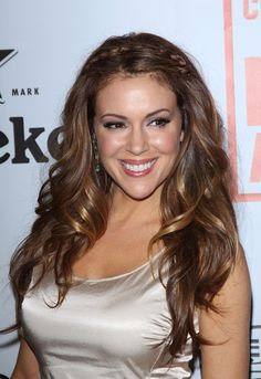 Naturally brunette, with exceptionally deep brown eyes, and a fair complexion. All these are what consist of Alyssa Milano. Beautiful Redhead, Beautiful Smile, Beautiful Celebrities, Beautiful Actresses, Alyssa Milano Charmed, Alyssa Milano Hot, Alicia Milano, Allyssa Milano, Non Blondes