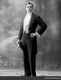 Vintage Tuxedo, Vintage Gentleman, Gentleman Style, Mode Vintage, Vintage Men, Vintage Photographs, Vintage Photos, Edwardian Fashion, Vintage Fashion