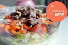 Foodblogswap: recept voor een salade met biefstukreepjes. Gezond, boordevol groenten en ideaal als lunch.