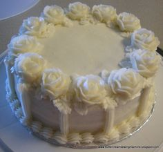 Wilton basic icing recipe--gonna need this next month, for Christmas cupcakes! Wilton Frosting Recipe, Raspberry Buttercream Frosting, Cake Icing, Frosting Recipes, Crisco Frosting, White Frosting, Buttercream Flowers, Cake Cookies, Cupcake Cakes