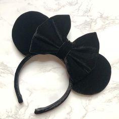 Black Velvet Minnie Ears, Mickey Ears, Disney Ears - New Ideas Diy Disney Ears, Disney Minnie Mouse Ears, Disney Diy, Disney Crafts, Cute Disney, Disney Style, Disney Trips, Disney Inspired Fashion, Disney Fashion