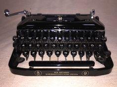 Vintage portable mechanical typewriter Erika 9 von nostalgiehauscom