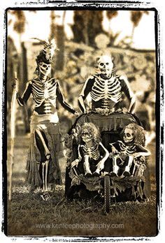 Skeleton Family by Ken Lee Photography, via Flickr
