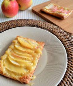 Voor deze appelgalettes met karamel heb je alleen maar bladerdeeg, suiker, een appel en eventueel karamelsaus nodig. Snel gemaakt voor onverwachtse visite.