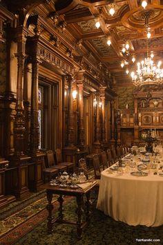 Peles Castle in Romania Victorian Interiors, Victorian Homes, Victorian Castle, Mansion Interior, Interior And Exterior, Gothic Interior, Palace Interior, Old Mansions Interior, Interior Design