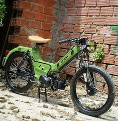 Puch Maxi S, Puch Moped, Brat Cafe, Motorcycle Engine, Old Bikes, Bicycle Design, Scrambler, Custom Bikes, Hobbit