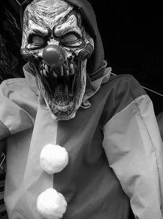 weheartit - original: Zombie Clown Prop 2 by Blade-of-the-Moon on DeviantArt Clown Scare, Scary Clown Face, Freaky Clowns, Gruseliger Clown, Clown Horror, Clown Faces, Evil Clowns, Arte Horror, Horror Art