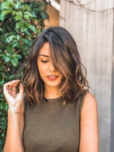 48 Best Short Hairstyles for Thick Hair 2018 – 2019 Short Haircuts For Thick Wavy Hair – Farbige Haare Short Hairstyles For Thick Hair, Curly Hair Styles, Medium Hair Length Styles, Long Bob Wavy Hair, Hairstyle For Medium Length Hair, Medium Wavy Hair, Lob Haircut Thick Hair, Wavy Lob, Hair Medium Lengths
