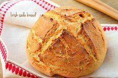 Irish soda bread este o paine rapida, traditionala Irlandei, unde drojdia de bere este inlocuita de bicarbonatul de sodiu.