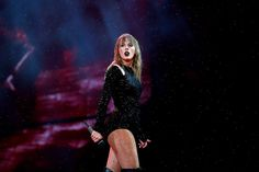 Taylor Swift storms Sydney stage to deliver a show-stopping performance in a tight black bodysuit after the show was delayed by wet weather 15 Taylor Swift, Taylor Swift Pictures, Taylor Taylor, Bon Iver, Sophia Webster, Mtv, Taylor Swift Vestidos, Top Singer, Taylor Swift Wallpaper