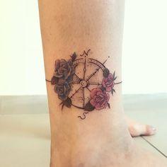 """1,103 curtidas, 7 comentários - ⠀⠀⠀⠀⠀⠀⠀⠀⠀•⠀SAMANTHA SAM⠀• (@samanthatattoo) no Instagram: """"💙💗 #bússola #sketchtattoo #flowers #botanicatattoo #botanicaltattoo #tattoo2me #inspirationtattoo…"""""""